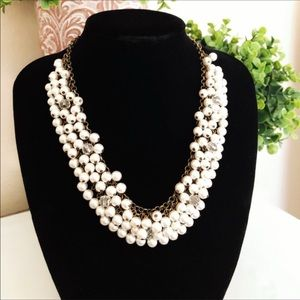 Jewelry - Beautiful pearl beaded cluster necklace